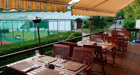 Am Clubhaus Op Der Spora
